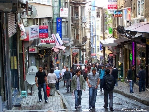 Istanbul, scendendo verso il Bosforo