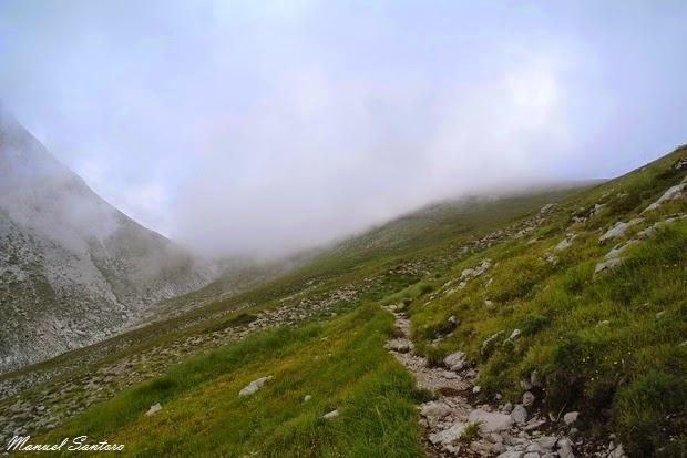 Salendo verso il Monte Camicia