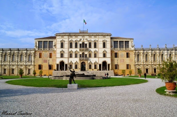 Piazzola sul Brenta, Villa Contarini