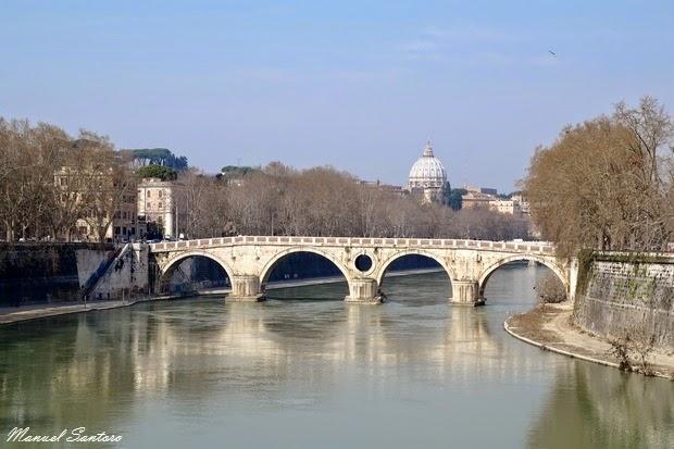 Roma, fiume Tevere. Vista verso l'Isola Tiberina