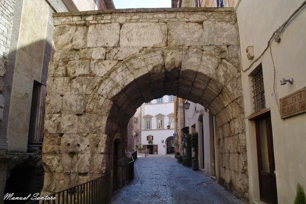Spoleto, arco di Monterone