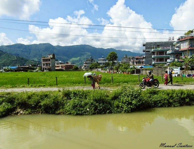Pokhara. Raggiungendo le Cascate di Devi