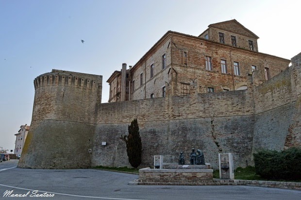 Offida, mura castellane e ex ospedale civile