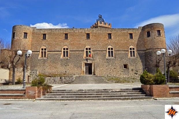 Capestrano, Castello Piccolomini