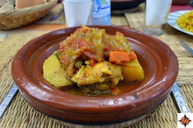 Chefchaouen, tajine di pollo con verdure