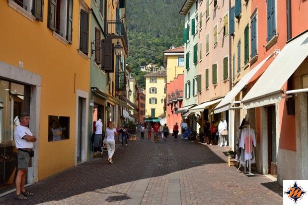 Riva del Garda, passeggiando nelle vie del centro