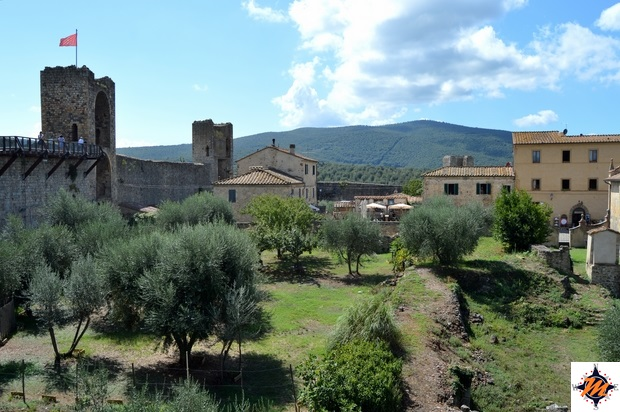 Monteriggioni, vista dai camminamenti di ronda