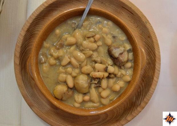 Zuppa di fagioli, castagne e funghi