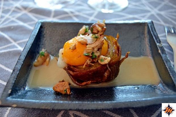 Tuorlo d'uovo con carciofi e funghi