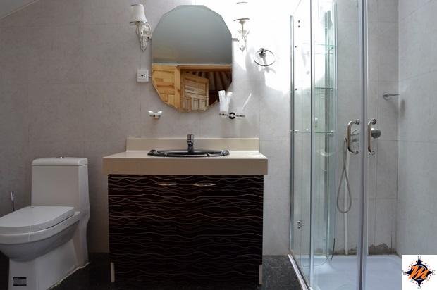 Goviin Naran Ger Camp. Il bagno all'interno della gher