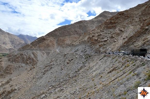 Salendo verso il Chang La Pass