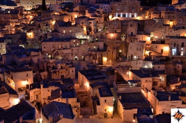 Matera, Sasso Barisano in notturna