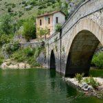 Borghi d'Abruzzo: Villalago e il lago di San Domenico