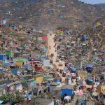 Lima. Il giorno di Tutti i Santi nel Cimitero di Nueva Esperanza