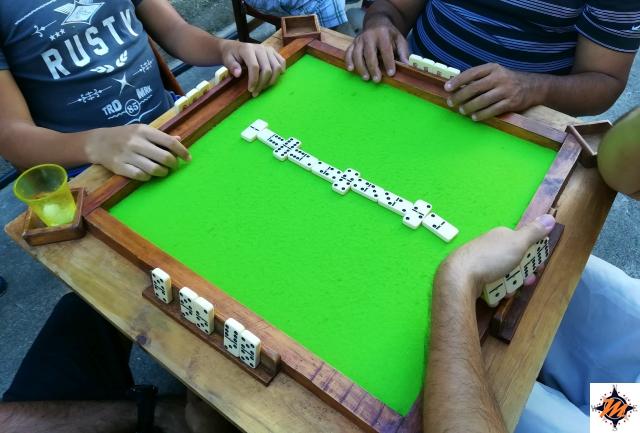 Il domino, uno dei passatempi tradizionali